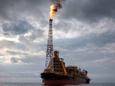أسعار النفط تنخفض مع مخاوف الطلب