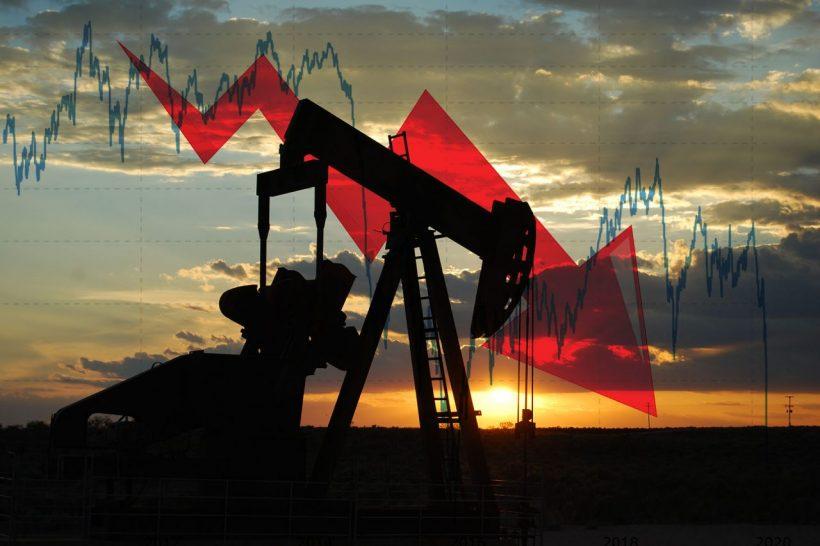 أسباب انهيار أسعار النفط الخام الأمريكي (عقود مايو)