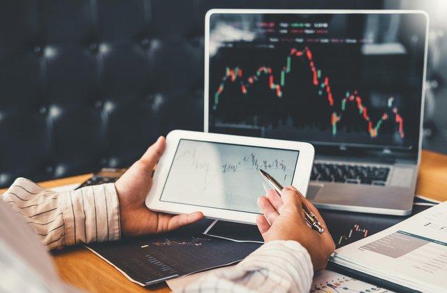 لماذا التداول في الفوركس يعتبر تجارة رابحة؟